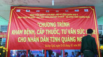 Medical examination and gift-giving to people in Mo Duc district - Quang Ngai province